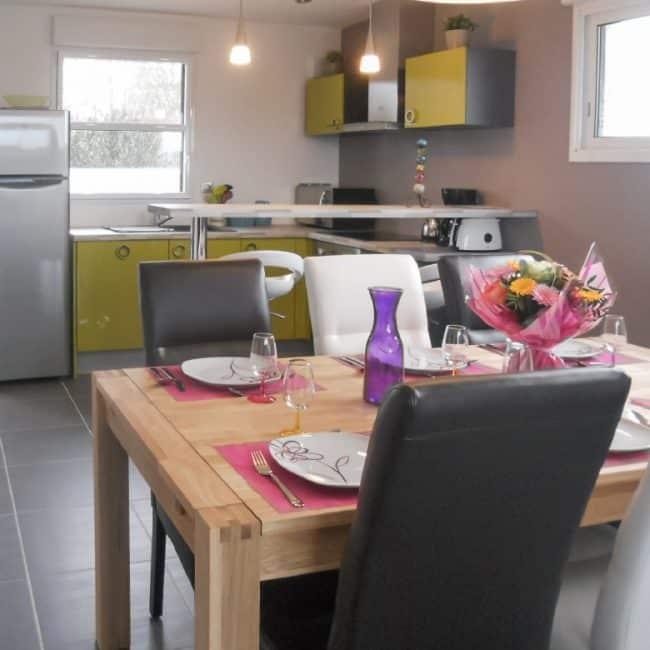 La salle à manger et cuisine de la villa Mogueriec